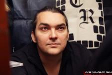фото: автограф-сессия Алексея Горшенева (Кукрыниксы) в Castle Rock 14 января 2012 года